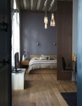 dormitor gri inchis