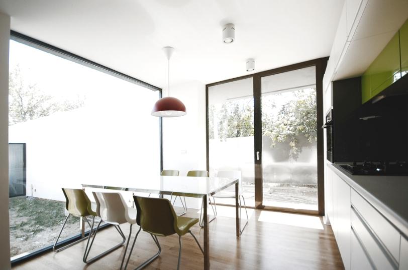 casa_minimalista_romania_bucatarie
