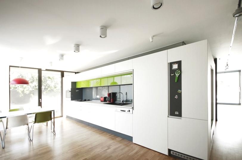casa_minimalista_romania_bucatarie2