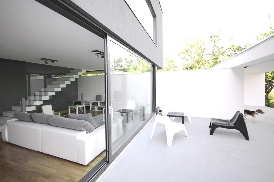 Casa minimalista romania deschidere terasa design - Casa minimalista interior ...