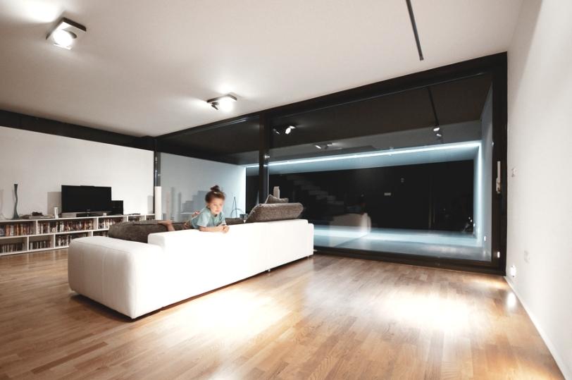 casa_minimalista_romania_living