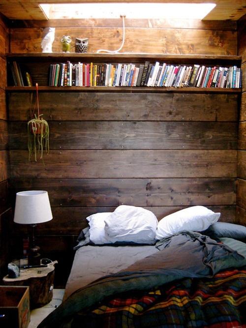 dormitor_rustic_pereti_placati_lemn
